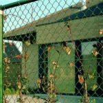 Забор с использованием круглых труб для каркаса