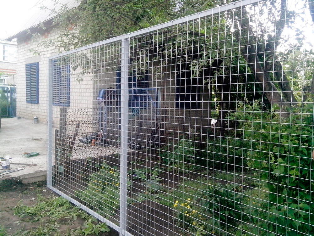 Забор из электросварной сетки